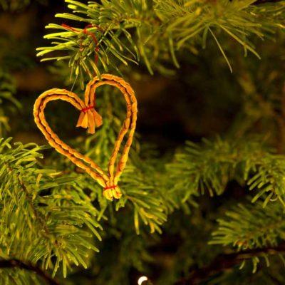 weihnachtsstern-oekologisch-aus-Stroh-gemacht