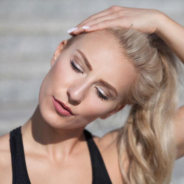 Übungen gegen Handy-Nacken sind beispielsweise den Kopf von rechts nach links bewegen.