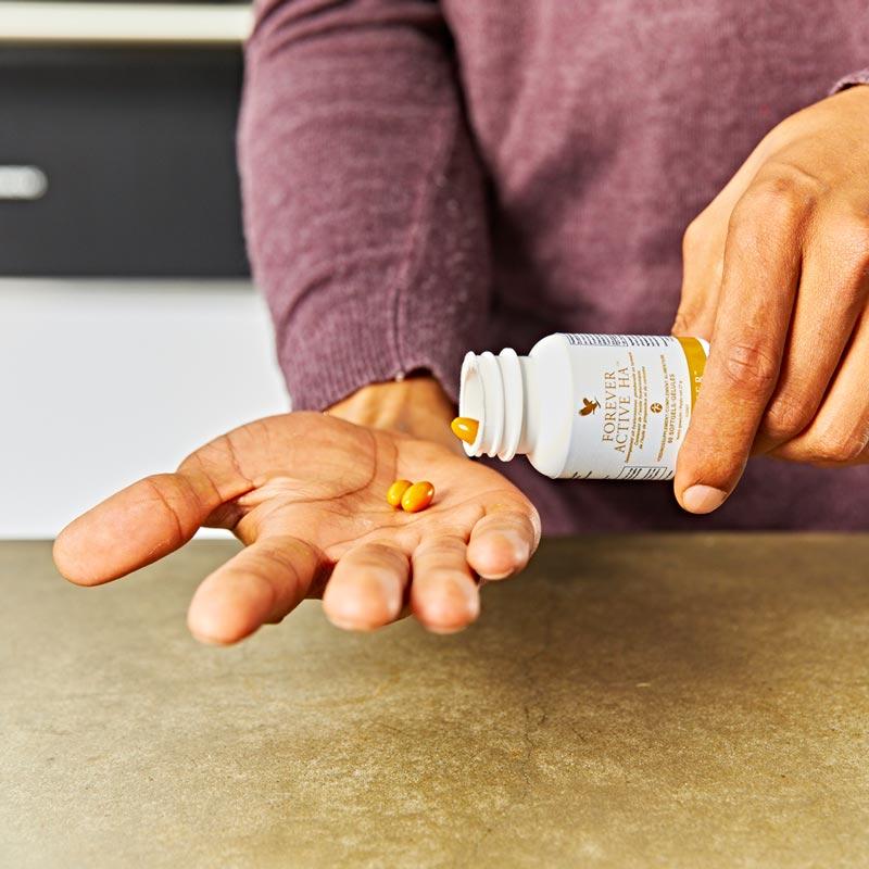 Hyaluron hat eine wasserbindende Eigenschaft und kann so der Haut Feuchtigkeit spenden – sorgt für die Straffheit unserer Haut.
